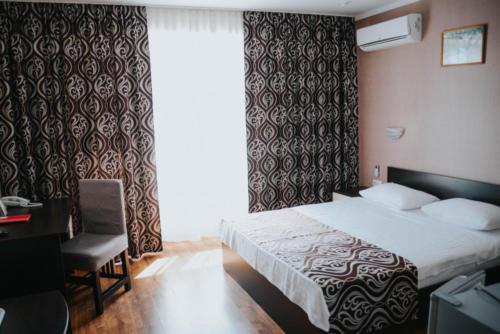 стандарт с большой кроватью общий вид