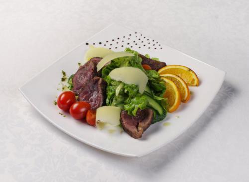 Шеф-салат с ростбифом и пармезаном